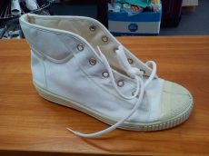 Hagyományos magyar magas szárú tornacipő fehér